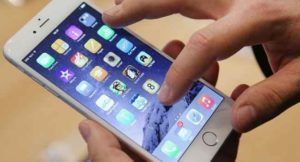 Apple, problemi alla batteria iPhone on iOs 10.1. Arriva iOs 10.2